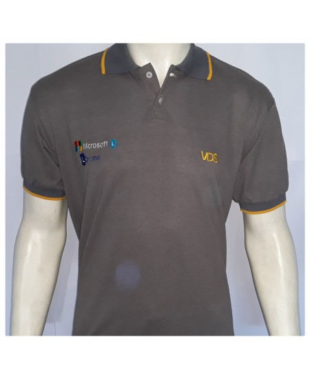 Camisa modelo Pólo com detalhes
